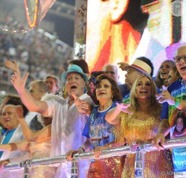 Desfile da Beija-Flor reúne famsoos como Susana Vieira, Ney Latorraca, Rosamaria Murtinho, Arlete Salles, entre outros, na madrugada desta segunda-feira, 3 de março de 2014