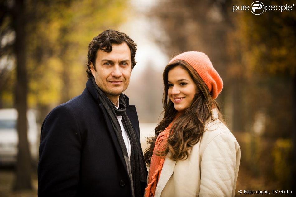 Luiza (Bruna Marquezine) e Laerte (Gabriel Braga Nunes) trocarão o primeiro beijo na novela 'Em Família'