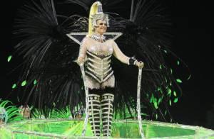 Monique Evans desfila pela Mocidade com fantasia verde e prateada: 'Emocionada'
