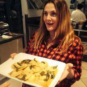 Grávida, Drew Barrymore faz curso de culinária com Cameron Diaz