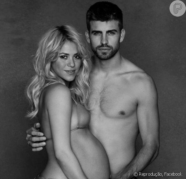 Shakira, grávida de oito meses, posa com Gerard Piqué e publica foto no Facebook, em 16 de janeiro de 2013