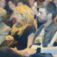 Shakira acaricia sua barriga durante evento com Gerard Piqué