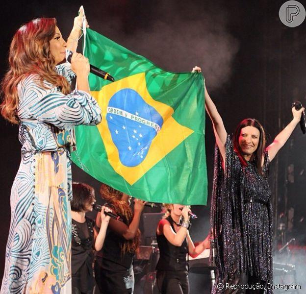 Ivete Sangalo segura bandeira do Brasil em show de Laura Pausini, em 6 de março de 2014