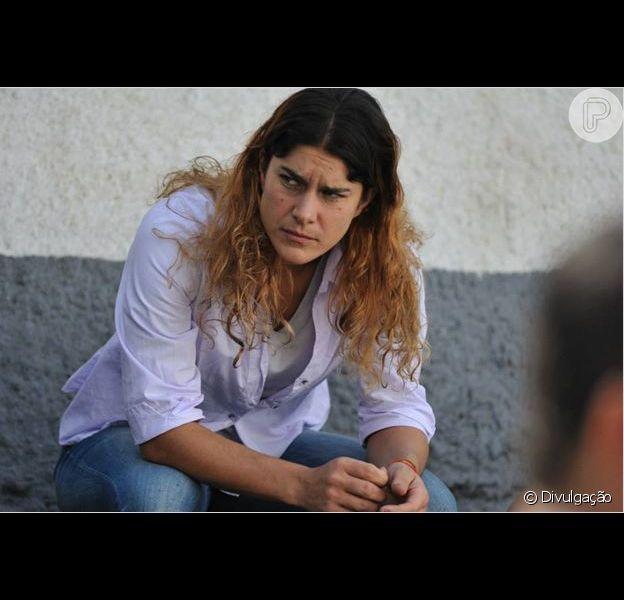 Priscila Fantin fez aula de tiro e conversou com presidiárias para viver a protagonista Mina, do filme 'Jogo de Xadrez'. Ela conversou com o Purepeople em 7 de março de 2014