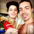Apaixonados! Isabeli Fontana e Di Ferrero estão juntos há pouco mais de quatro meses, mas já em clima puro de romance