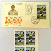 Leilão de objetos com a imagem de Pelé vende figurinha por R$ 220