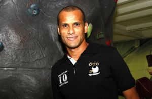 Rivaldo se aposenta do futebol e investe em empresa de carros blindados
