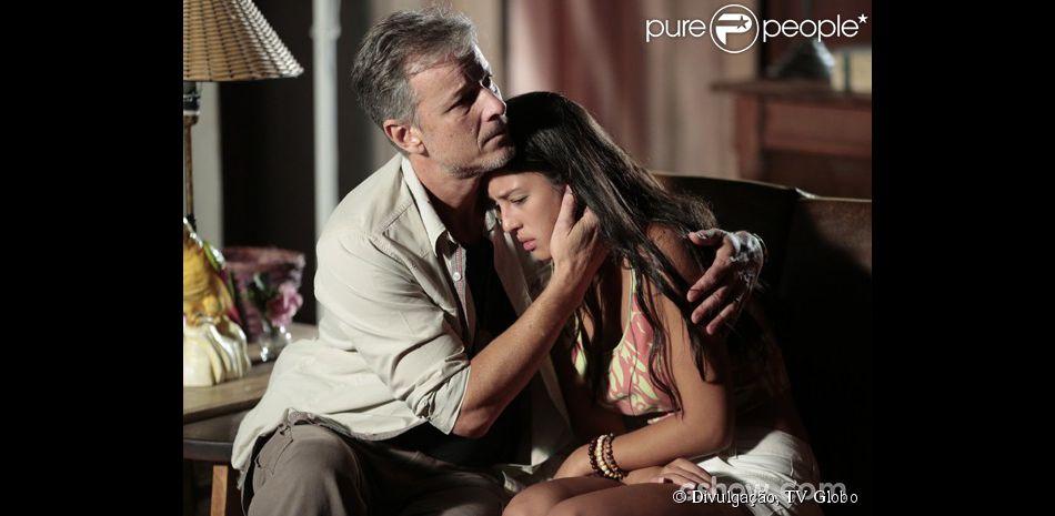 Kleber (Marcello Novaes) enfrenta LC (Antonio Calloni), e o impede de agredir Fátima (Yanna Lavigne), em 'Além do Horizonte', em 7 de abril de 2014