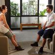 William (Thiago Rodrigues) aconselha Lili (Juliana Paiva) a tentar se comunicar com Fátima (Yanna Lavigne), em 'Além do Horizonte'