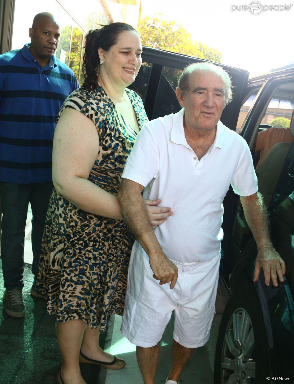 Renato Aragão está recebendo o apoio da esposa Lilian Trajano durante a sua  recuperação - Purepeople