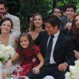 Pérola (Mel Maia), Amélia (Bianca Bin), Franz (Bruno Gagliasso), Toni (Thiago Lacerda), Hilda (Luiza Valdetaro) e Dália (Tania Khalill) assistme o casamento de Viktor (Rafael Cardoso) e Silvia (Nathalia Dill), no último capítulo de 'Joia Rara'