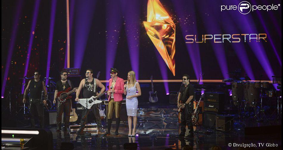 Quatro bandas ganham vaga na primeira noite do reality musical 'Superstar' na Globo; Fernanda Lima e André Marques apresentam a atraç