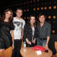 A noiva de Junior Lima, Mônica Benini, Lucas Lima e Noely e Xororó em show