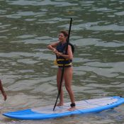 Antonia Fontenelle e Thammy Miranda praticam stand up paddle no Rio