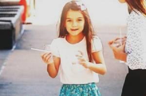 Minifashionista Suri Cruise, filha de Katie Holmes e Tom Cruise, completa 8 anos