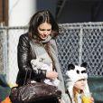 Suri Cruise dá um show de fofura com os seus looks ao lado da mãe, Katie Holmes
