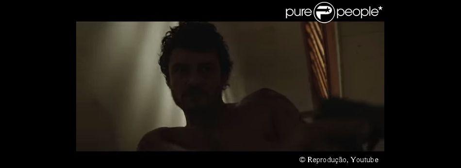 Orlando Bloom exibe visual mais bombado e coberto de tatuagens para seu personagem no longa 'Zulu', lançado apenas em DVD