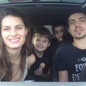 Isabelli Fontana passeia com o namorado, Di Ferrero, e filhos em shopping do Rio