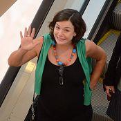 No último mês de gravidez, Regiane Alves passeia em shopping e exibe barrigão