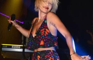 Rita Ora usa look da grife brasileira Osklen em show privado, em Nova York