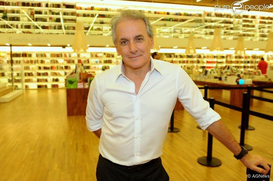 Otávio Mesquita voltou ao SBT. O apresentador estreou seu novo programa, 'Okay Pessoal', na madrugada de segunda para terça-feira na emissora de Silvio Santos