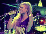 Avril Lavigne faz gesto obsceno e canta hits em show no Rio de Janeiro