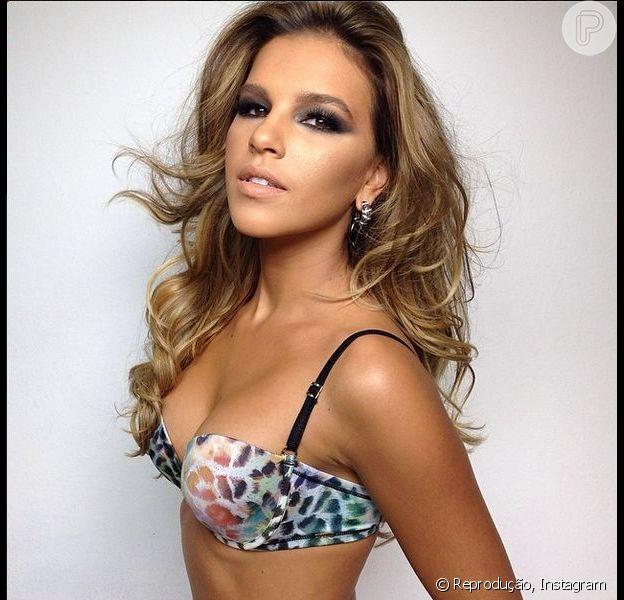 Mariana Rios posou só de lingerie para a campanha da grife 2Rios. Nesta segunda-feira, 5 de maio de 2014, a atriz mostrou o resultado dos cliques em seu Instagram