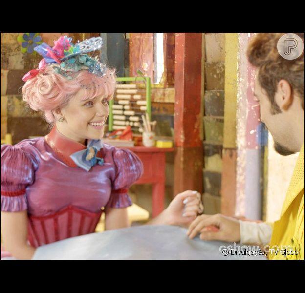 Juliana (Bruna Linzmeyer) convida Renato (Bruno Garcia) para dormir em seu quarto, na escolinha, em 7 de maio de 2014, em 'Meu Pedacinho de Chão'