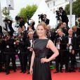Natacha Regnier escolhe longo preto com dupla textura para a première de 'Saint Laurent' no Festival de Cannes 2014