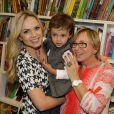 Estilosos, Eliana e seu filho, Arthur prestigiam lançamento de livro, em São Paulo