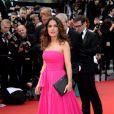 Salma Hayek usou um vestido longo Saint Laurente na première de 'Saint Laurent' no Festival de Cannes 2014