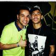 Neymar fez uma nova tatuagem no braço esquerdo. Ele exibiu o desenho durante a balada que curtiu ao lado de amigos na quinta-feira, 22 de maio de 2014, em Santos, no litoral de São Paulo