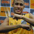 Neymar tem os nomes da mãe, da irmã e do filho tatuados nos braços