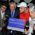 Carlos Alberto de Nóbrega recebe amigos na comemoração de seus 60s anos de carreira, em São Paulo, em 27 de maio de 2014