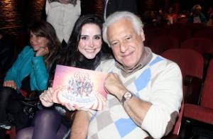 Antonio Fagundes e a namorada, Alexandra Martins, vão ao teatro juntos