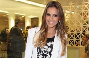 Mariana Rios exibe pernas torneadas em evento de beleza no Rio