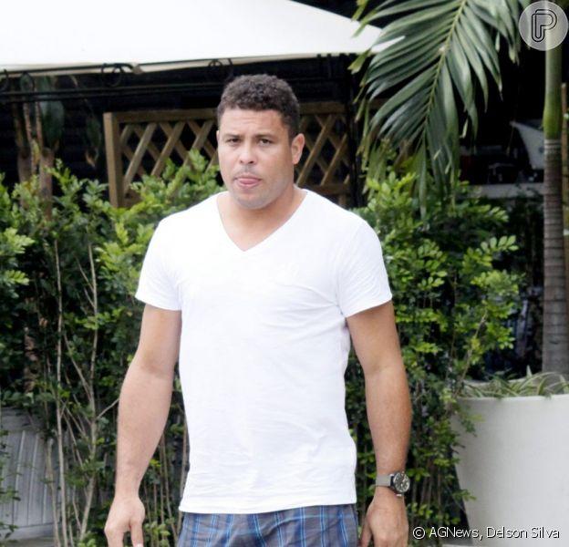 Ronaldo reclama do assédio dos paparazzi em seu Twitter, em 1º de fevereiro de 2013