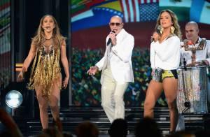 Jennifer Lopez posta foto ao lado de Pitbull no Brasil: 'Amanhã vamos sambar'
