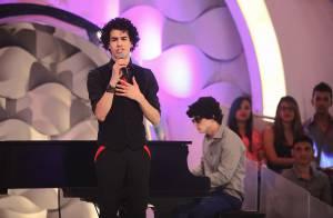 Sam Alves canta em pedido de casamento ao vivo no 'Programa Eliana'