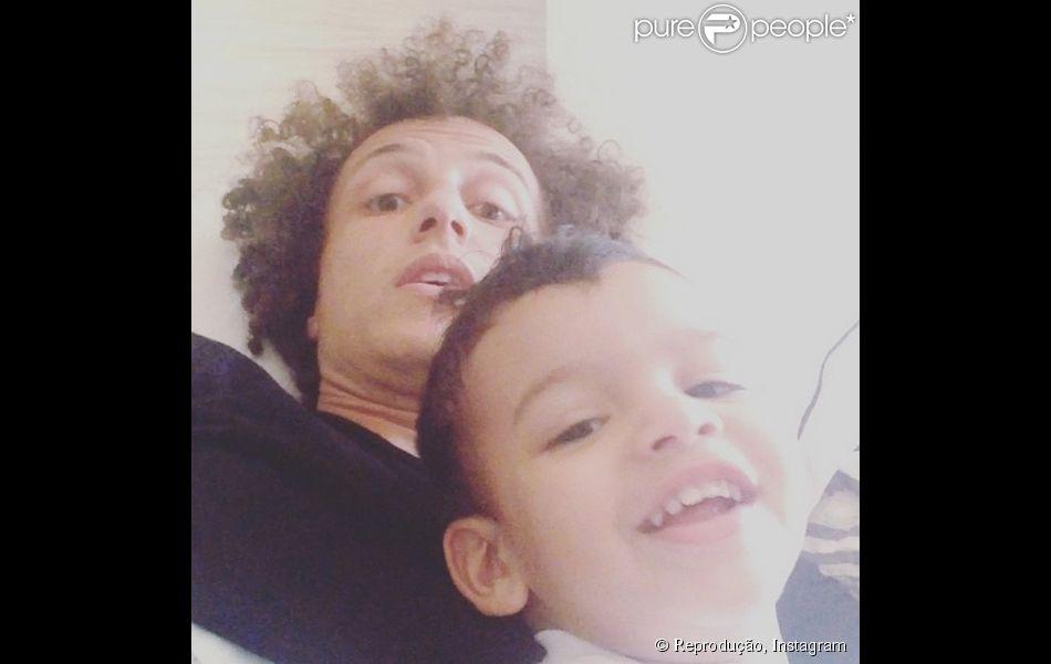 David Luiz publicou um vídeo ao lado do sobrinho, na manhã desta quarta-feira, 18 de junho de 2014