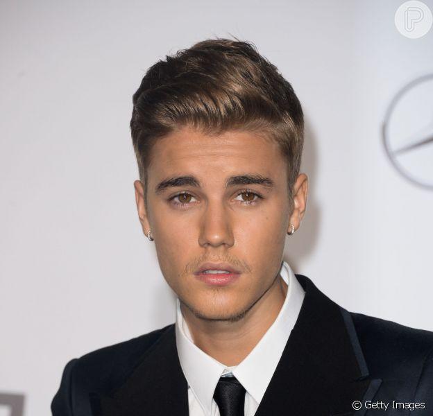 De acordo com a revista 'In Touch', em 2010 Justin Bieber engravidou duas mulheres, e teve filhos com elas
