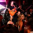 Junno Andrade toca seu vilão e diverte o público feminino da boate