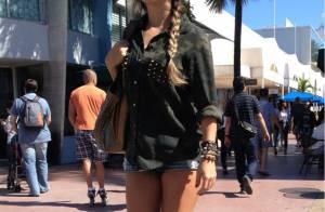 Paula Fernandes posta foto de microshort em dia de férias em Miami, nos EUA