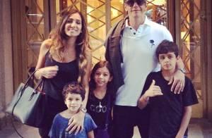 Márcio Garcia curte férias com a mulher, Andrea Santa Rosa, e os 4 filhos em NY