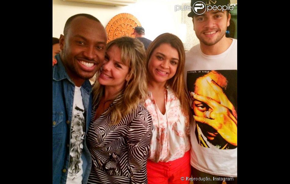 Fernanda Souza ganha festa surpresa e chamego do noivo, Thiaguinho. 'Feliz 30', escreveu ele em sua conta na rede social