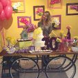 Promoter Carol Sampaio prestigia aniversário de Fernanda Souza. 'E a festa surpresa aconteceu. Parabéns', escreveu ela na rede social Instagram