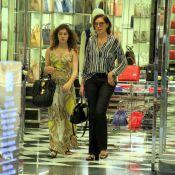Lilia Cabral passeia e faz compras com a filha, Giulia, em shopping do Rio