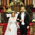 Laura (Marjorie Estiano) e Edgar (Thiago Fragoso) se casam, em 'Lado a Lado'