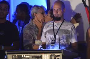 Caetano Veloso é flagrado aos beijos com morena em show, em Salvador