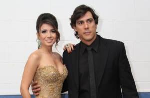 Paula Fernandes usa decotão em show com a presença do namorado, no Rio